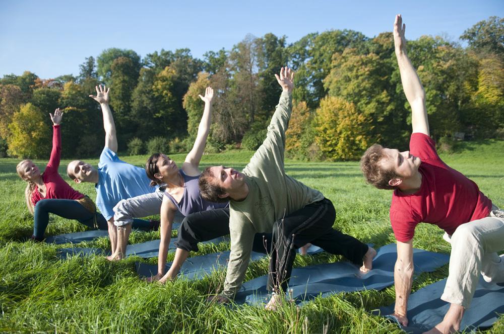 Yoga am Morgen im Park an der Ilm in Weimar