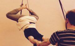 Yoga Kurunta: Hängende Asanas mithilfe von Gurten