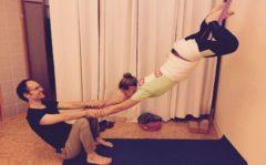 Yoga Kurunta: Hängende Positionen mit Seilen